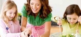 اهمية المحادثة اثناء تناول الطعام  : تحدثوا مع أطفالكم وهم يأكلون